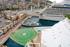 Lugar de aterrissagem do heliporto aka para helicópteros em um navio de cruzeiros Foto de Stock Royalty Free