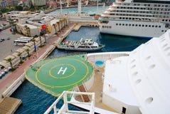 Lugar de aterrissagem do heliporto aka para helicópteros em um navio de cruzeiros Imagem de Stock Royalty Free