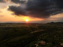 Lugar de Colômbia do cafetero do eje do por do sol fotografia de stock royalty free