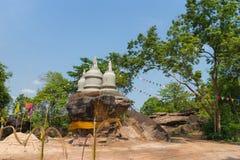 Lugar de culto ese stupa en la colina de piedra Imagen de archivo libre de regalías