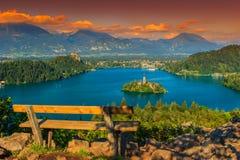 Lugar de descanso y panorama sangrado del lago, Eslovenia, Europa Foto de archivo