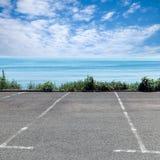 Lugar de estacionamento vazio na costa de mar Foto de Stock Royalty Free