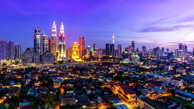 Lugar de Kuala Lumpur Cityscape Landmark Travel do dia de Malásia 4K ao lapso da noite filme