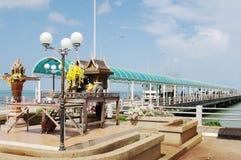 Lugar de la adoración budista, embarcadero de Donsak, Tailandia Fotografía de archivo