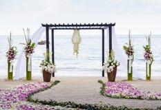 El casarse en la playa. Imagen de archivo libre de regalías