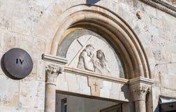 Lugar de la cuarta parada de Jesus Christ en el camino a la ejecución en la calle de Via Dolorosa en la ciudad vieja de Jerusalén foto de archivo libre de regalías