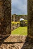 Lugar de la ventana en ruinas viejas de un monasterio foto de archivo libre de regalías