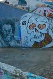 Lugar de trabajo abandonado con la pintada Imagenes de archivo