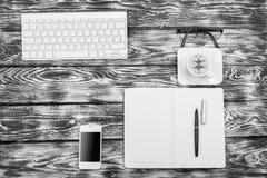 Lugar de trabajo blanco y negro del alto contraste imágenes de archivo libres de regalías