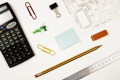Lugar de trabajo con una calculadora foto de archivo libre de regalías