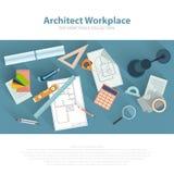 Lugar de trabajo de los arquitectos con las herramientas arquitectónicas, modelos, regla, calculadora, compás del divisor Concept Imagenes de archivo