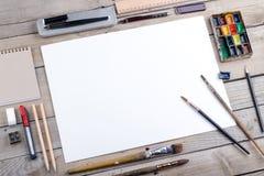 Lugar de trabajo del artista, del ilustrador o del calígrafo Imagen de archivo