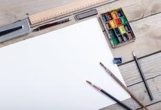 Lugar de trabajo del artista, del ilustrador o del calígrafo imagen de archivo libre de regalías