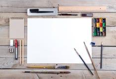 Lugar de trabajo del artista, del ilustrador o del calígrafo Imágenes de archivo libres de regalías