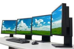 Lugar de trabajo del diseñador con los monitores imágenes de archivo libres de regalías