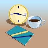 Lugar de trabajo del negocio con el reloj, pluma lápices y taza de café Imagen de archivo libre de regalías
