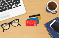 Lugar de trabajo realista con el concepto de tres tarjetas de crédito de pago y de compras en línea ilustración del vector