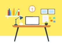 Lugar de trabalho com o portátil da tela vazia Foto de Stock Royalty Free