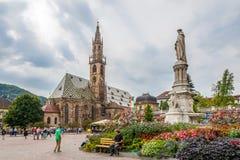 Lugar de Walther com a catedral em Bolzano Fotos de Stock