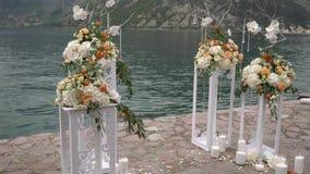 Lugar decorado para uma cerimônia de casamento filme
