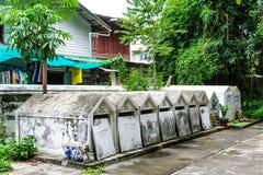 Lugar del cementerio en templo Foto de archivo libre de regalías