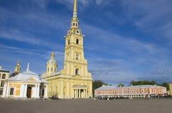 Lugar do interesse da cidade da catedral de St Petersburg da fortaleza dos apóstolos Pyotr e Pavel Foto de Stock