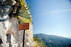 Lugar do sinal com uma vista bonita Fotos de Stock Royalty Free