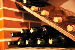 Lugar do vinho das garrafas de vinho imagem de stock royalty free