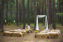 Lugar en la madera vieja del otoño para la ceremonia de boda Fotografía de archivo