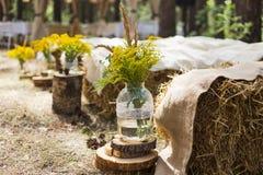 Lugar en la madera vieja del otoño para la ceremonia de boda Imagen de archivo libre de regalías
