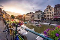 Lugar escénico del centro de ciudad del ` s de Gante viejo - Gante, Bélgica imagen de archivo
