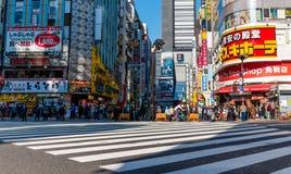 Lugar famoso da estrada de Godzilla no Tóquio de Shinjuku, Japão fotos de stock