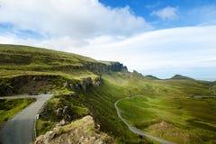 Lugar favorito dos turistas em Escócia - ilha de Skye O castelo muito famoso em Escócia chamou o castelo de Eilean Donan Nat verd fotografia de stock