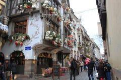 Lugar hermoso de la arquitectura de la decoración de la Navidad de la gente Foto de archivo