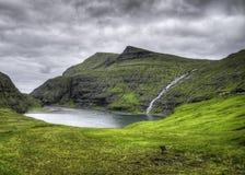 Lugar icônico do rio de Saksun na ilha de Streymoy, Ilhas Faroé, Dinamarca, Europa Fotos de Stock Royalty Free