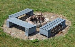 Lugar ideal para um assado em uma grama verde de um gramado do jardim Fotos de Stock