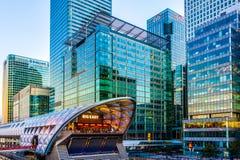 Lugar iluminado do Crossrail em Canary Wharf Imagens de Stock Royalty Free