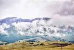 Lugar muy hermoso en montañas Rusia República de Altai Foto de archivo