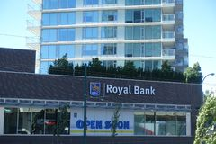 Lugar novo de RBC Royal Bank aberto logo Fotografia de Stock Royalty Free