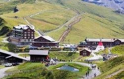 Lugar pintoresco cerca de la cumbre del Eiger en las montañas suizas Fotografía de archivo