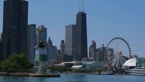 Lugar popular en Chicago - embarcadero de la marina de guerra - CHICAGO, ESTADOS UNIDOS - 11 DE JUNIO DE 2019 metrajes