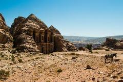 Lugar sagrado em PETRA, anúncio Deir de Nabataean do monastério da paisagem, Jordânia Imagem de Stock Royalty Free