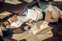 Lugar sucio con la bolsa de plástico Fotos de archivo