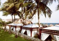 Lugar tropical por un día de fiesta de la playa cerca del mar Fotografía de archivo