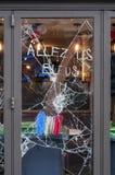Lugares danificados vistos no 14os de junho de 2016 após os motins em Paris contra a lei do trabalho imagens de stock royalty free