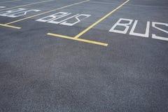 Lugares de estacionamento no parque de estacionamento imagem de stock royalty free