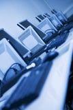 Lugares de trabajo con la inclinación azul Imagenes de archivo
