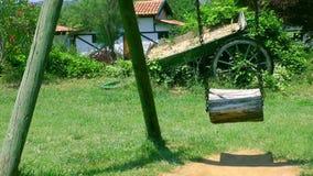 Lugares felizes do tempo do campo de jogos para crianças na natureza vídeos de arquivo