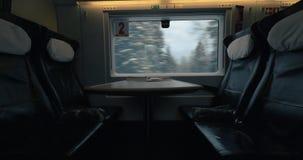 Lugares vazios em trem expresso movente video estoque