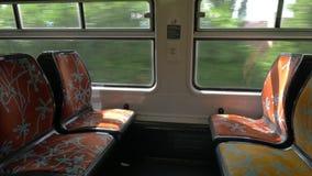 Lugares vazios no trem da periferia vídeos de arquivo